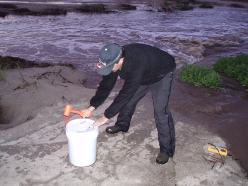 David Thomas sealing a toxicity sampling bucket at the Calleguas Creek Mass Emission Monitoring Site (Feb. 2007) 